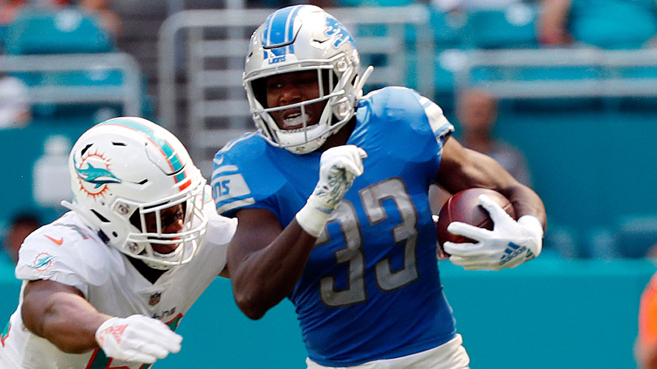 NFL-Lions-Johnson-runs-against-Dolphins
