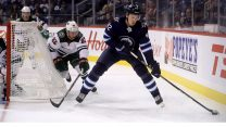 NHL-Jets-Vesalainen-skating-against-Wild
