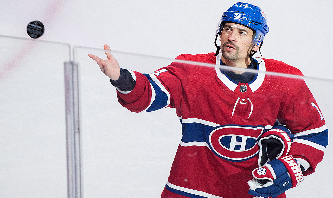 canadiens-tomas-plekanec-throws-puck-to-fans