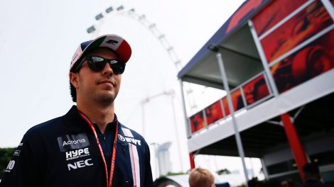 sergio_perez_arrives_at_the_marina_bay_city_circuit