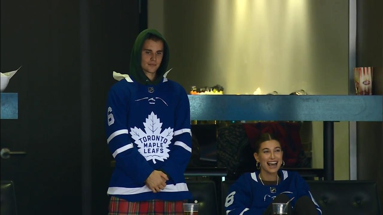 big sale 5ba2f 47135 Justin Bieber & Hailey Baldwin take in Maple Leafs game ...