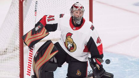 Craig-Anderson-looks-for-puck