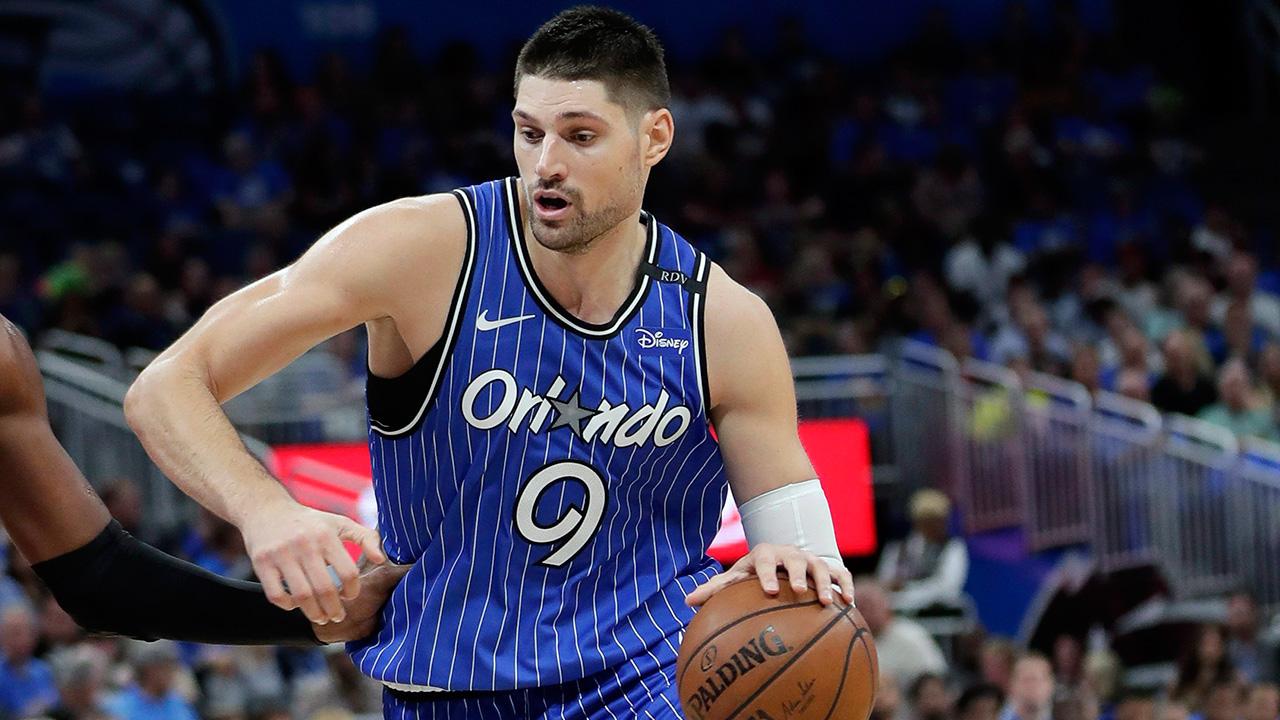 NBA-Magic-Vucevic-dribbling