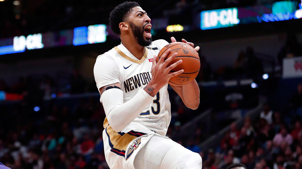 NBA-Pelicans-Davis-drives-against-Suns