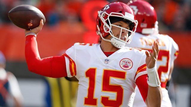 NFL-Chiefs-Mahomes-throws-against-Browns