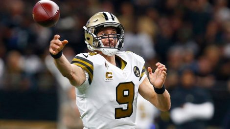 NFL-Saints-Brees-throws-against-Eagles
