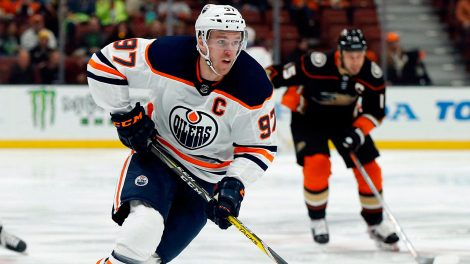 connor-mcdavid-controls-puck-against-ducks