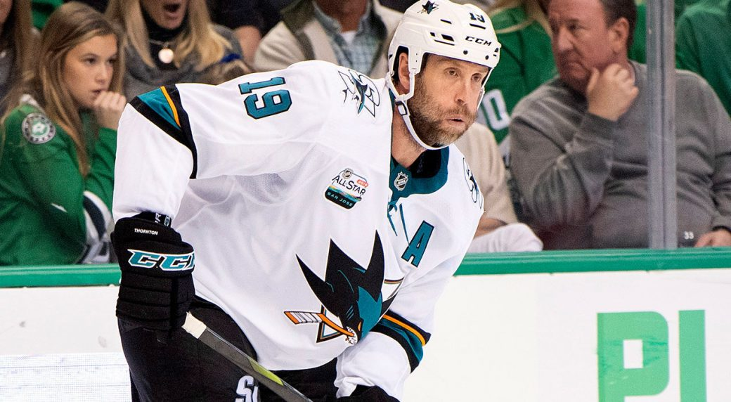 joe-thornton-passes-the-puck