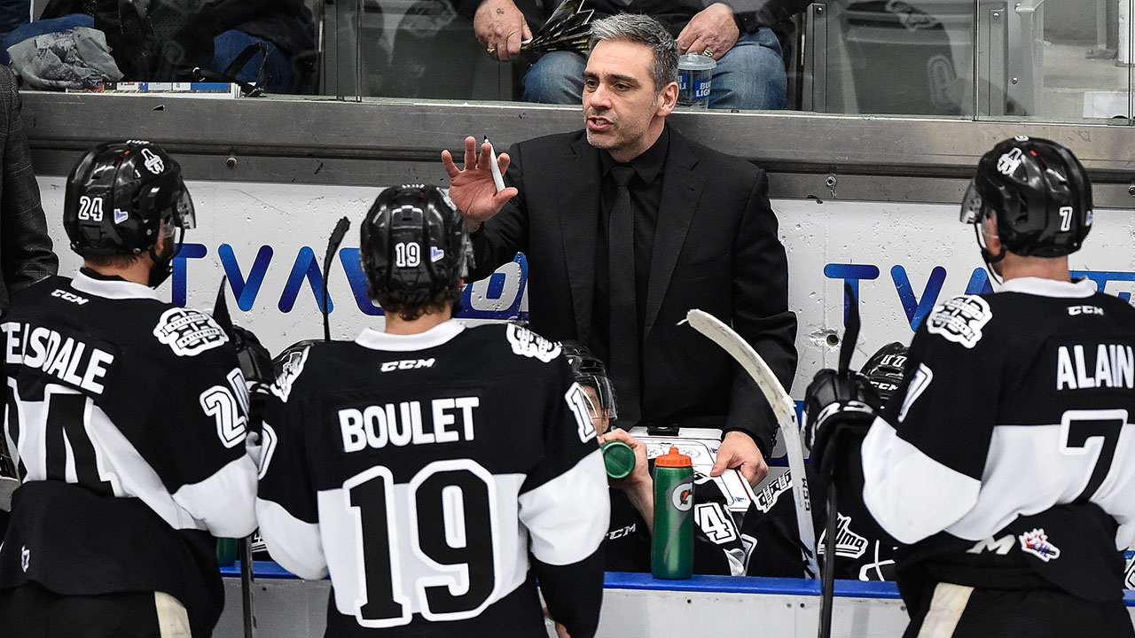Joel-Bouchard-coaching-the-Blainville-Boisbriand-Armada-during-the-2017–18-QMJHL-season