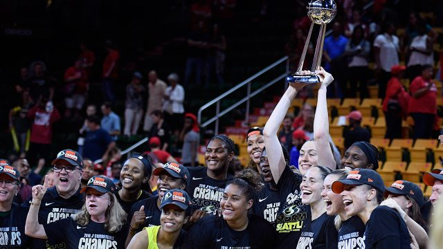 seattle-storm-poses-with-wnba-trophy