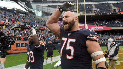 bears-guard-kyle-long-celebrates-win