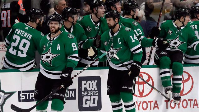 tyler-seguin-jamie-benn-celebrate-with-teammates