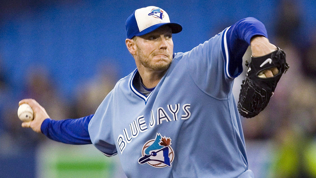 Canadian artist paints 'beautiful' Halladay glove, lends it to Blue Jays