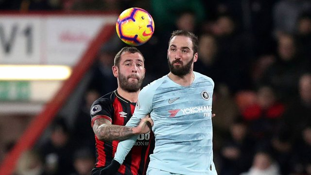 Soccer-Bournemouth-Cook-challenges-Chelsea-Higuain