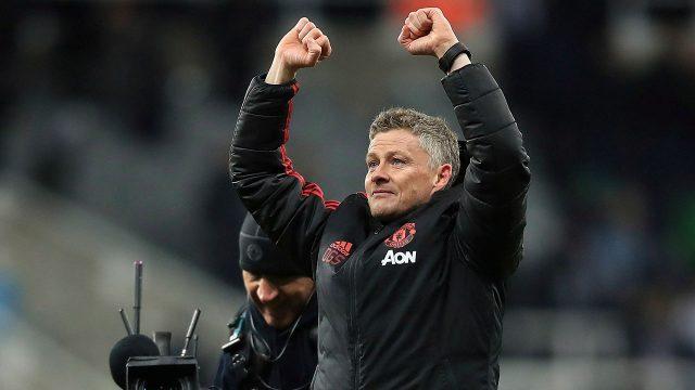 Soccer-Man-United-manager-celebrates-win
