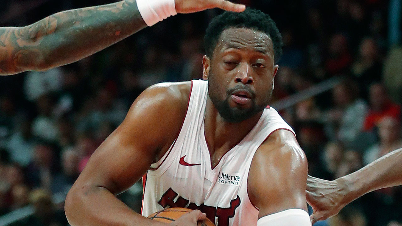 dwyane-wade-drives-to-the-basket-against-the-hawks
