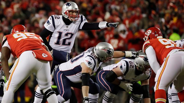 patriots-qb-tom-brady-call-a-play-against-chiefs