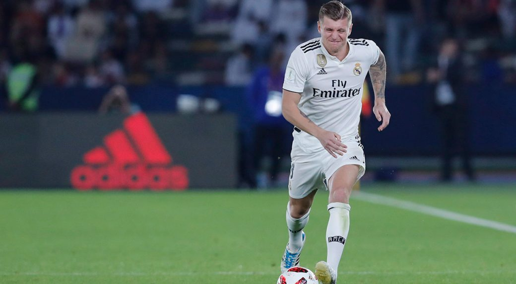toni-kroos-runs-with-the-ball