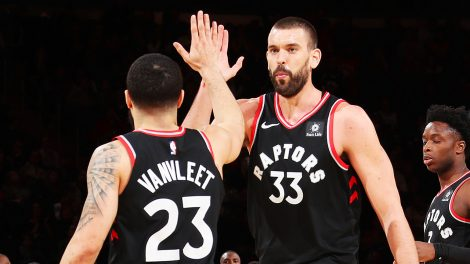 marc-gasol-high-fives-fred-vanvleet