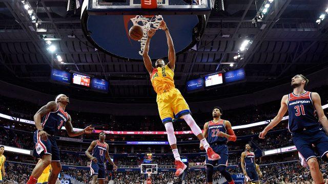 NBA-Bucks-Antetokounmpo-dunks-against-Wizards