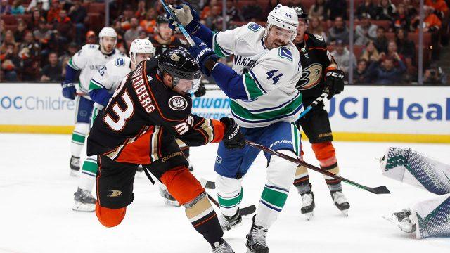 NHL-Ducks-Silfverberg-shoots-against-Canucks