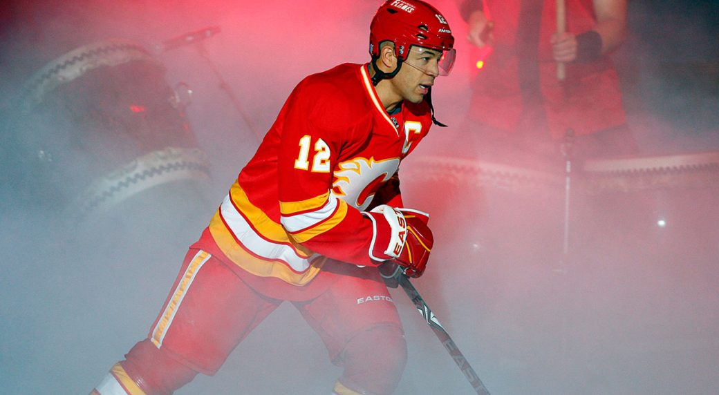 NHL-Flames-Iginla-skates-onto-ice-at-Saddledome