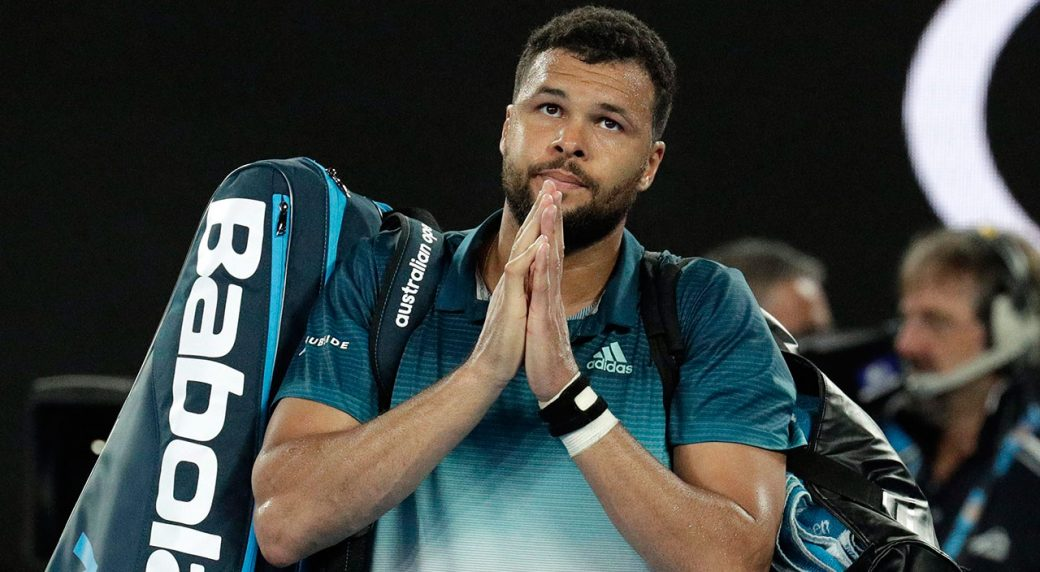 Tennis-ATP-Tsonga-gestures-to-fans-after-match