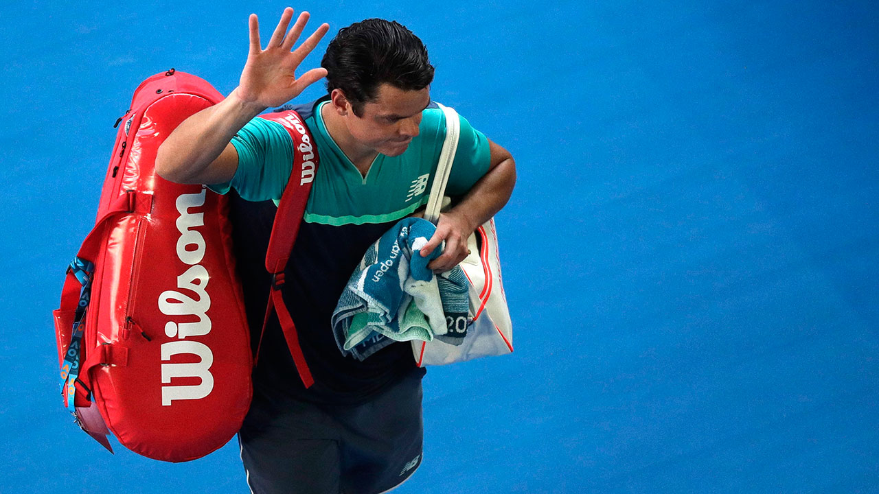 Tennis-Raonic-waves-to-fans-after-match