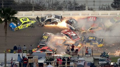 daytona-500-crash