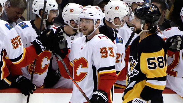 flames-sam-bennett-celebrates-goal-against-penguins