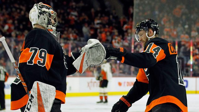 flyers-carter-hart-congratulates-sean-couturier