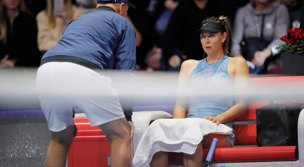 maria-sharapova-speaks-with-coach