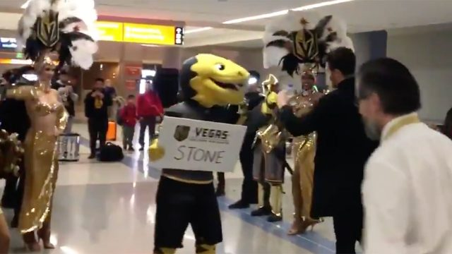 mark-stone-welcomed-at-vegas-airport