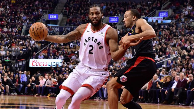 raptors-kawhi-leonard-drives-to-basket-against-clippers