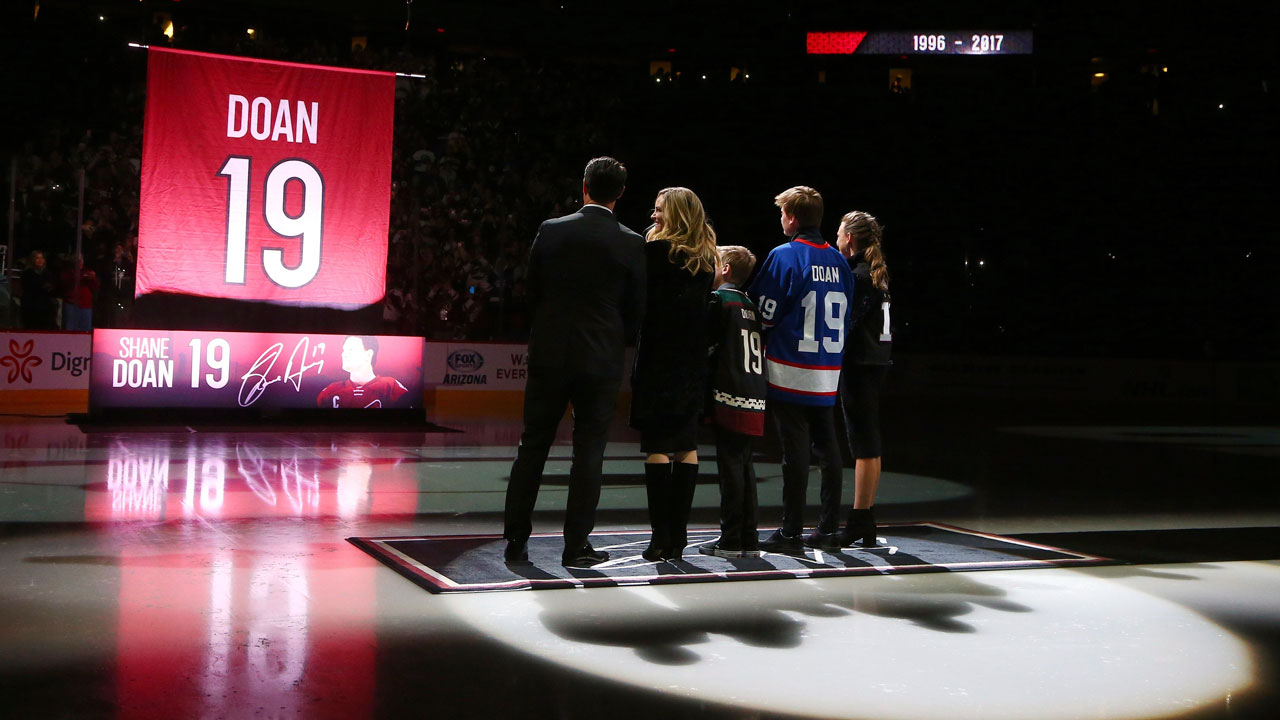 wholesale dealer f8ff5 9a21f Coyotes retire Shane Doan's No. 19 jersey in pre-game ...