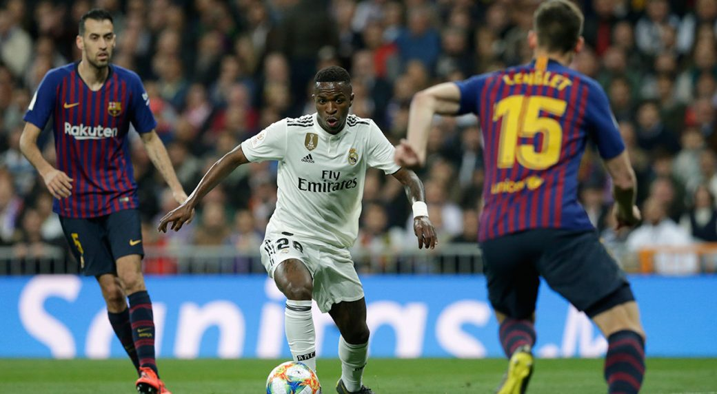 vinicius-junior-dribbles-the-ball-against-barcelona