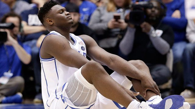 zion-williamson-sits-on-the-floor