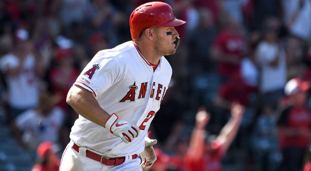 MLB-Angels-Trout-watches-home-run