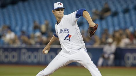 MLB-Blue-Jays-Buchholz-throws-against-Rays