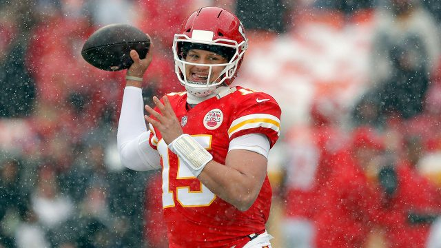 NFL-Chiefs-Mahomes-throws-during-warmupsa