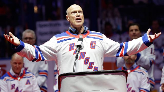 mark-messier-at-new-york-rangers-stanley-cup-anniversary