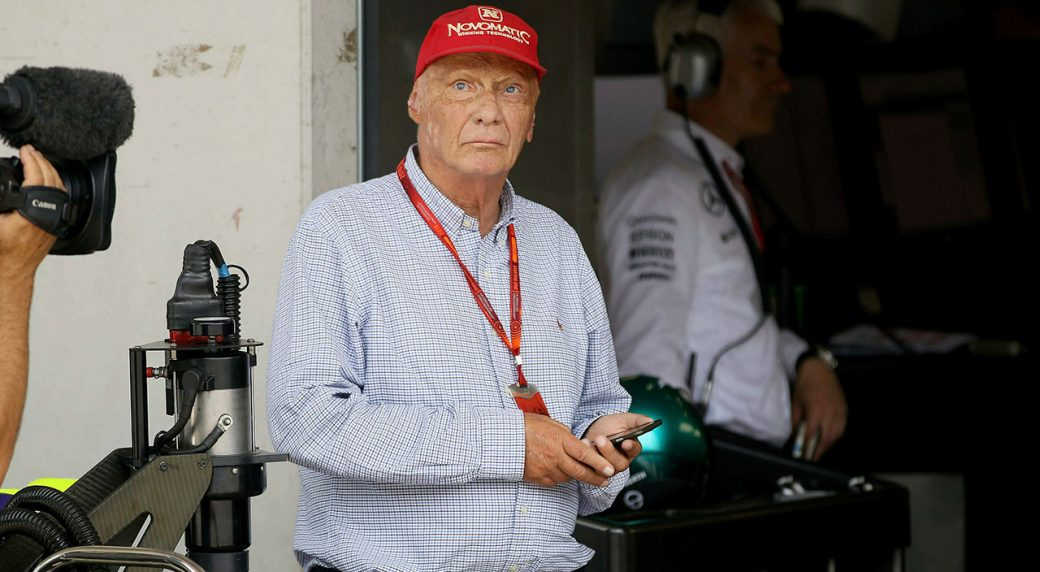 Auto-racing-Lauda-stands-during-qualifying-session