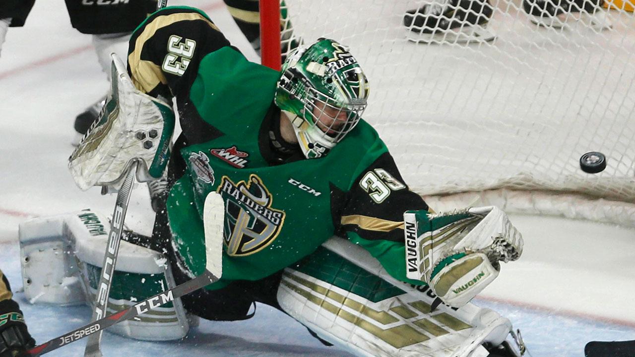 Jr-hockey-Raiders-Scott-makes-save