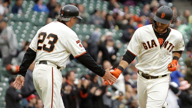 MLB-Giants-Crawford-round-bases-after-home-run