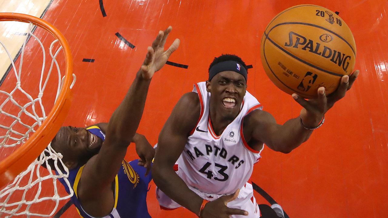 NBA-Raptors-Siakam-drives-against-Warriors