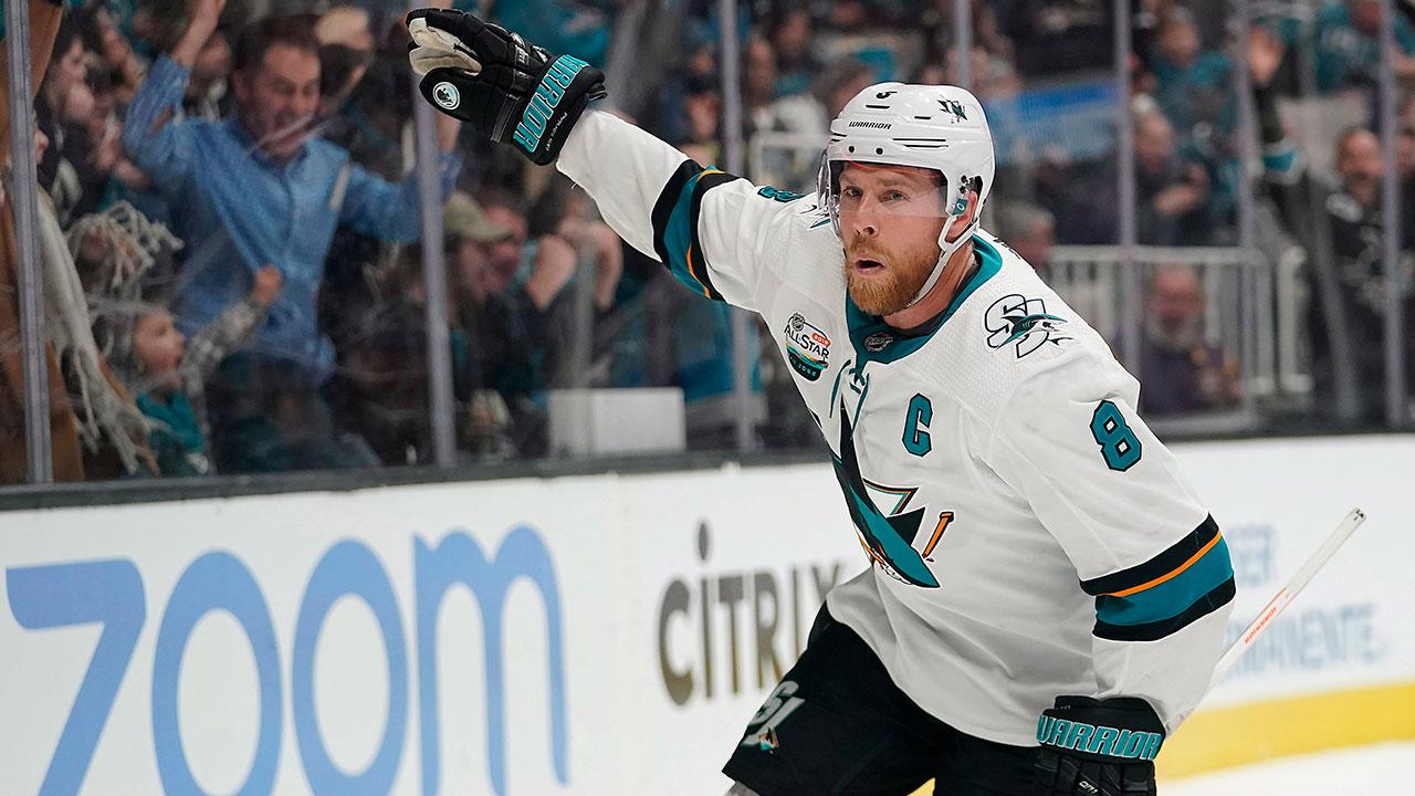 NHL-Sharks-Pavelski-celebrates-goal-against-Kings
