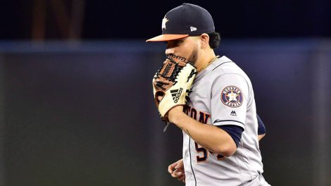 astros-relief-pitcher-roberto-osuna-runs-on-field
