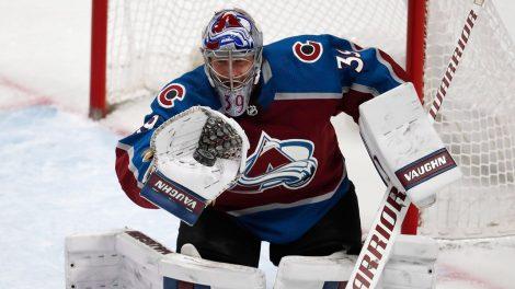 avalanche-goaltender-pavel-francouz-makes-a-glove-save