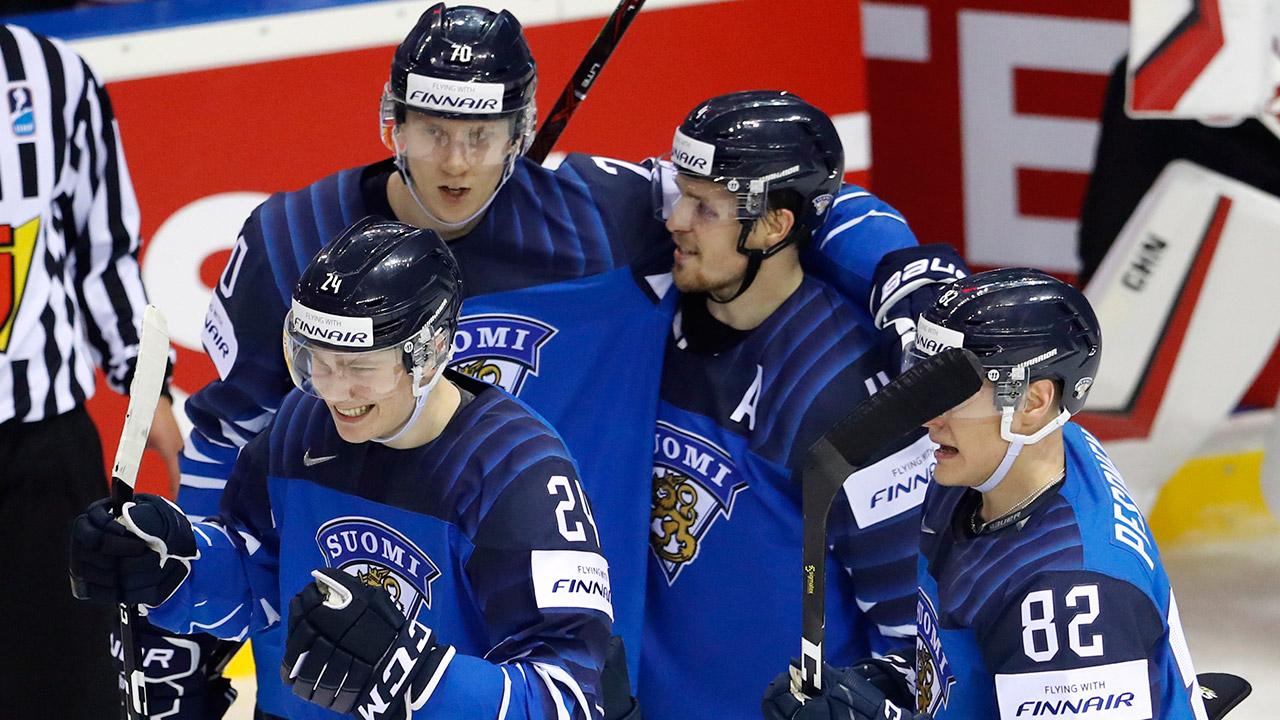 kaapo-kakko-celebrates-goal-with-finland-teammates