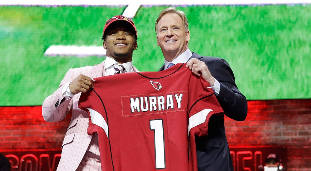 kyler-murray-poses-with-roger-goodell-at-nfl-draft